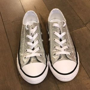 Like new Silver glitter converse low tops - sz 1